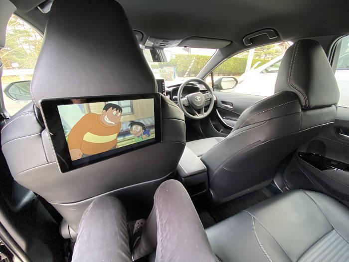 後部座席タブレットで動画視聴